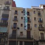 Un bloque de viviendas propiedad del Banco de Valencia, recuperado por la PAH en Barcelona