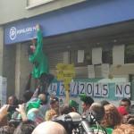 La presión de la PAH hace dudar al PP en su tentativa de tumbar a la Ley 24/2015